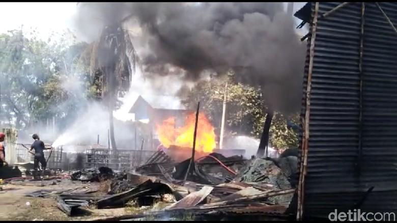Gudang Penampungan Minyak di Jambi Terbakar, Polisi Telusuri Legalitas