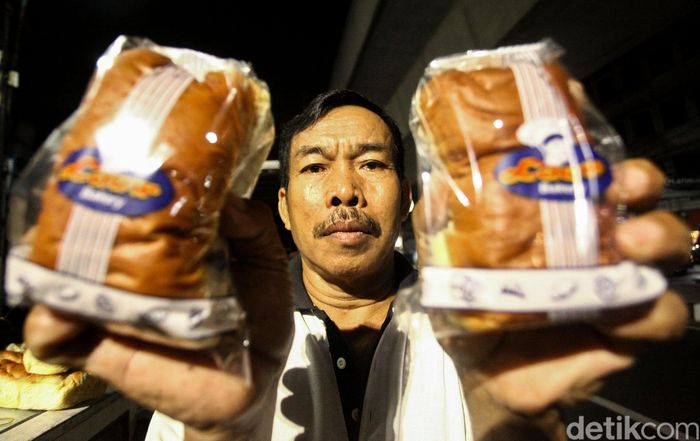 Roti jadi salah satu makanan ringan favorit banyak orang. Tahu nggak, di Jakarta ada sebuah toko roti legendaris yang telah ada sejak masa sebelum Kemerdekaan Indonesia. Toko roti legendaris itu adalah Roti Lauw.