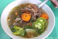 Sop Sapi Anak Abah: Sluurp! Gurih Segar Sop Daging dan Iga Sambal Pucung