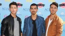 Kembalinya Jonas Brothers Dirayakan Lewat Minuman dan Makanan