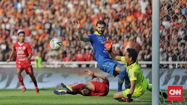 Sempat tertinggal dari Persija, Persib bisa menyamakan kedudukan menjadi 1-1.