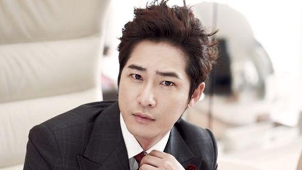 Kang Ji Hwan, aktor Korea yang ditangkap karena kasus pelecehan.
