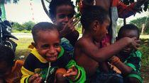 Sukacita Warga Kampung di Mimika Sambut Bakti TNI