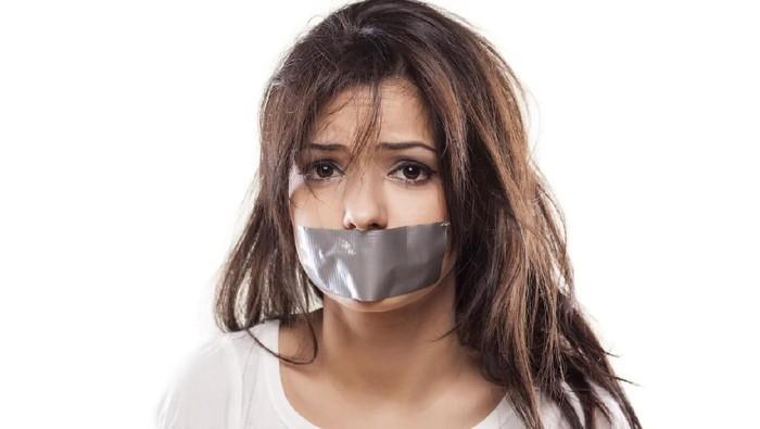 Ada sebagian besar orang yang akan berisiko saat tidur dengan plester mulut. (Foto: iStock)