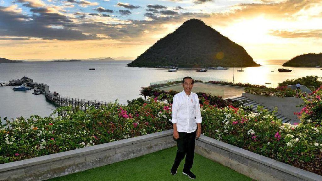 Momen Jokowi Nikmati Labuan Bajo dari Ketinggian