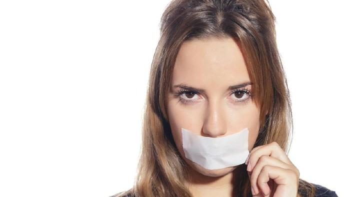 Tak masalah jika ingin gunakan plester mulut saat tidur. (Foto: iStock)
