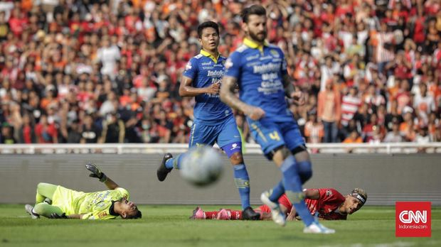 Persib Bandung menahan imbang Persija Jakarta di GBK.
