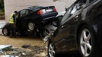 Duh, Deretan Mobil Ini Jadi Korban Banjir di Spanyol