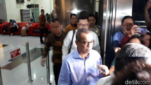 Emirsyah Satar usai diperiksa KPK, Rabu (10/7/2019)