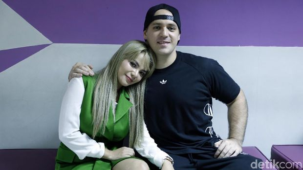 Dinar Candy dan Zac