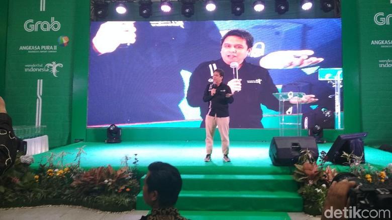 President of Grab Indonesia, Ridzki Kramadibrata di Bandara Kualanamu (Budi/detikcom)