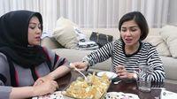Jago Masak, Istri Denny 'Cagur' Bagikan Resep Seblak Ceker Super Pedas