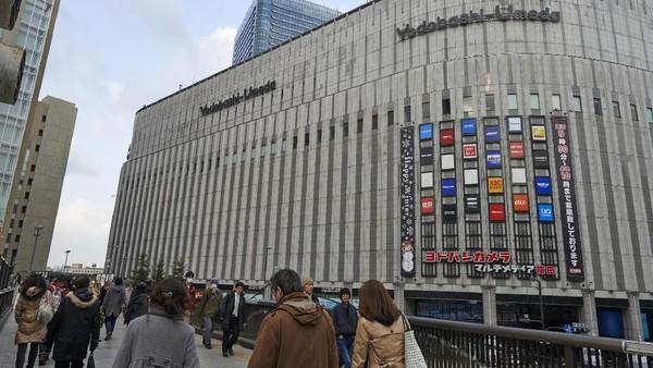 Sayang, tidak boleh mengambil gambar di dalam toko. Untuk menuju ke sini, traveler bisa naik kereta. Lokasinya dekat dengan Stasiun Osaka. (iStock)