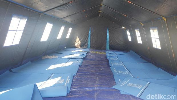 Tenda pengungsian di Kalideres.