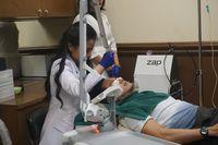 Salah satu sesi perawatan di klini MEN/O/LOGY.