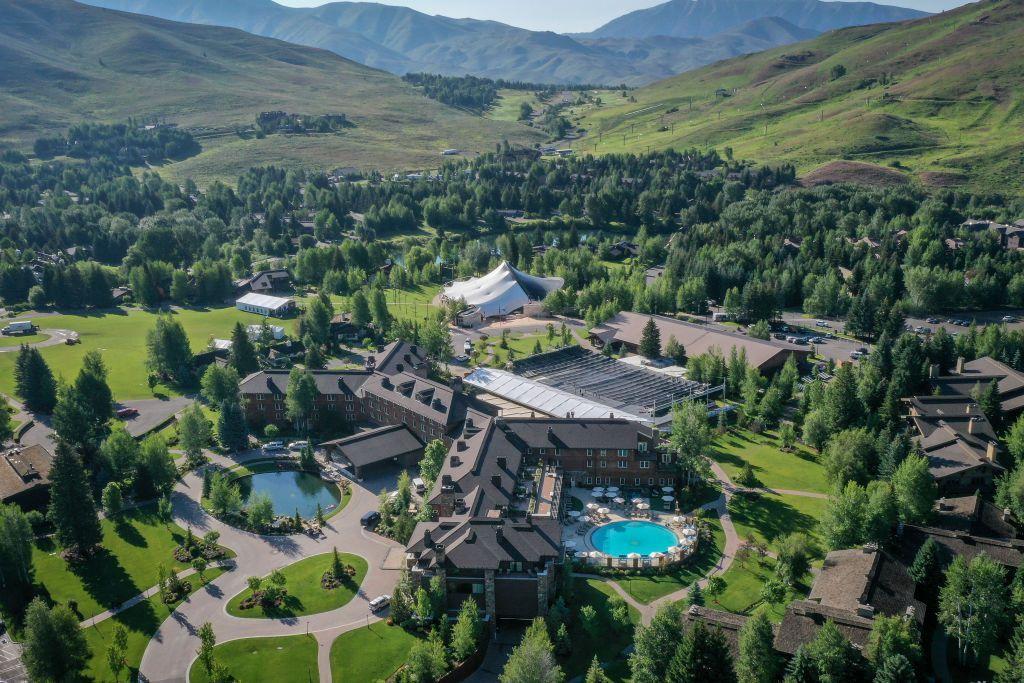 Allen & Company Sun Valley Conference tahun ini berlangsung di Idaho seperti tahun-tahun sebelumnya. Setiap Juli selama sekitar seminggu, beberapa manusia paling makmur dan berkuasa di jagat teknologi, hiburan sampai politik berkumpul di sini mendiskusikan beragam hal. Foto: Reuters