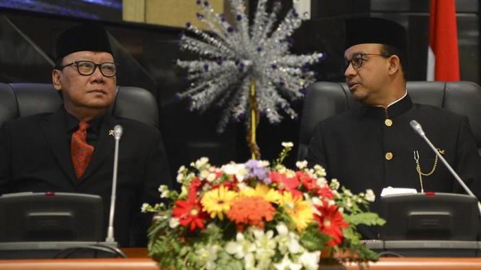 Mendagri Tjahjo Kumolo dan Gubernur DKI Jakarta Anies Baswedan (Foto: ANTARA FOTO/Nova Wahyudi)