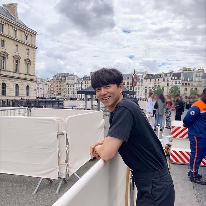 Gong Yoo termasuk aktor yang sangat melindungi privasi. Ia sengaja tak mau membuat media sosial. Meski begitu, saat ulang tahun kemarin (10/7), banyak netizen mendoakan yang terbaik untuk Gong Yoo. Foto: Instagram officialgongyoo