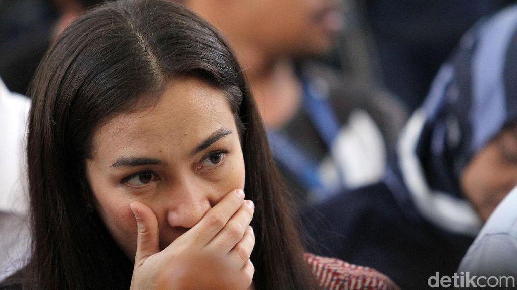 Atiqah Rayakan HUT Ratna Sarumpaet, Rio Dewanto Datang Menyusul