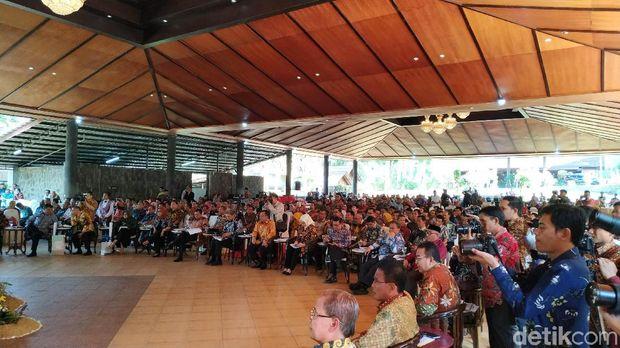 Kumpulkan 27 Kepala Daerah, RK Bahas Desa Digital dan Citarum
