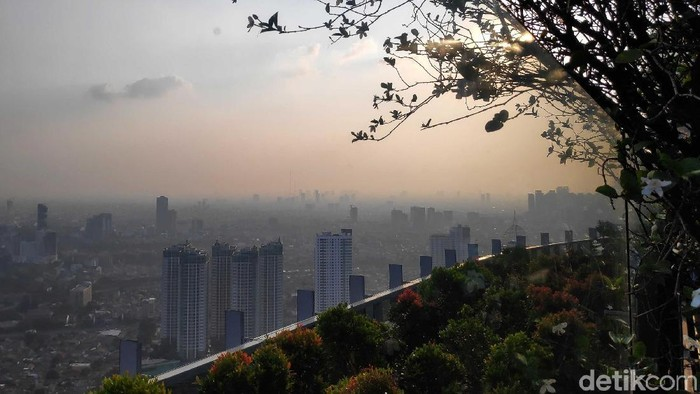 Polusi udara di Jakarta. Foto: Rifkianto Nugroho