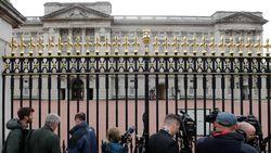 Pria Muda Ditangkap Usai Panjat Pintu Gerbang Istana Buckingham