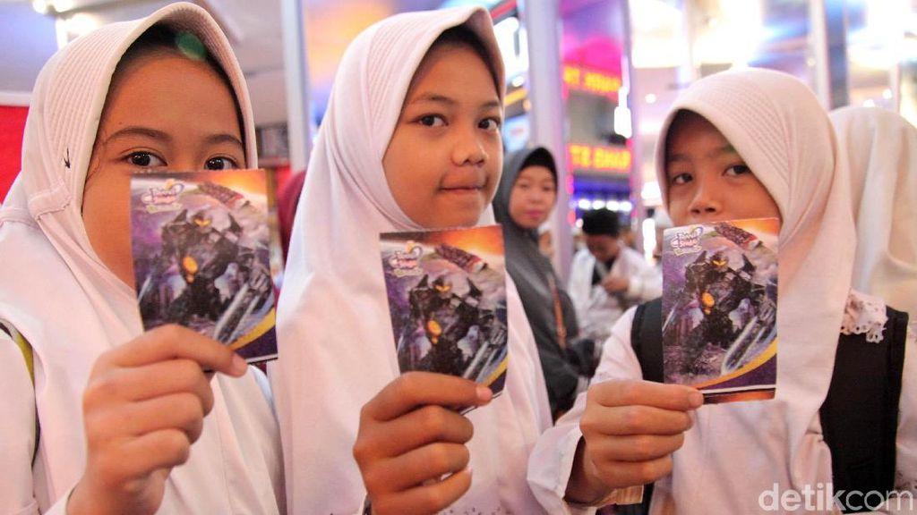 Serunya 1.029 Anak Yatim Jadi Tamu Perdana Trans Studio Cibubur