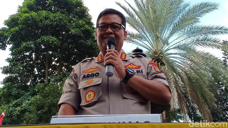Polisi: Insinyur S Salin Data di Laptop Ninoy untuk Diserahkan ke Munarman