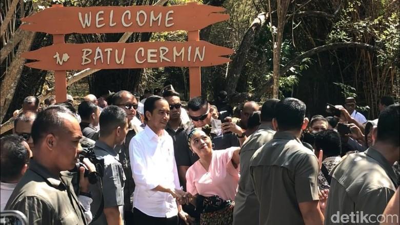 Presiden Jokowi di Gua Batu Cermin (Abdul Haris/detikcom)