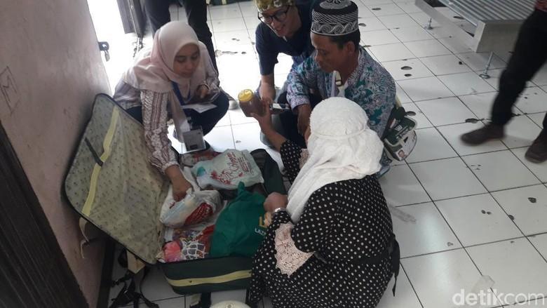 Selain Rokok, Rice Cooker-Pemanas Air Jemaah Haji Asal Jabar Juga Disita