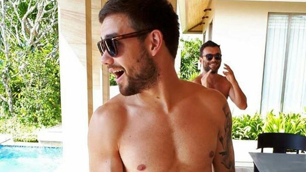 Yuk Intip Pose Seksi Liam Payne Saat Makan Enak