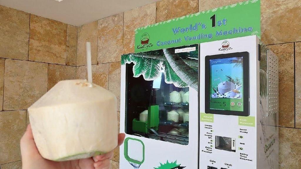 Canggih! Di Taiwan Bisa Beli Kelapa Muda Lewat Vending Machine