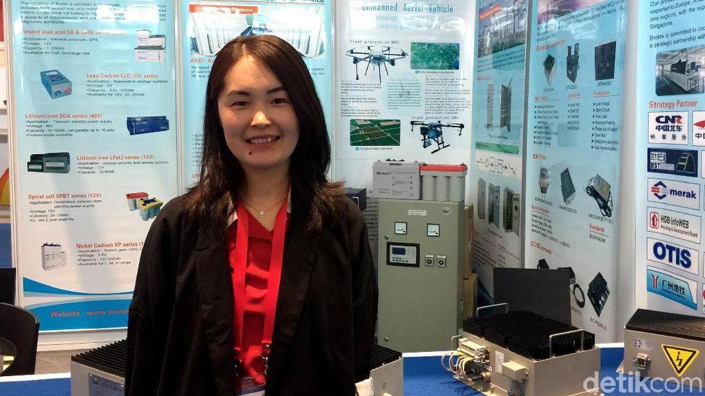 Penampakan SPG Cantik Asal China di Pameran Teknologi JIExpo
