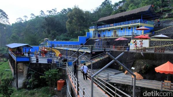Wisatawan bebas bermain di kawasan obyek wisata dan tidak perlu membayar tiket tambahan. Harga tiketnya cuma Rp 20 ribu per orang. (Wisma Putra/detikcom)