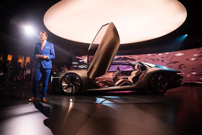 Meski masih dalam bentuk konsep, mobil ini mampu menyiratkan betapa cantiknya mobil ini yang syarat dengan teknologi terbaik. Seperti dikutip leftlanenews, Jumat (12/7/2019). Istimewa/Dok. Bentley.