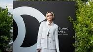 Dikabarkan Pacaran, Kristen Stewart dan Stella Maxwell Tampil Seksi di Paris