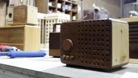 Tak hanya radio vintage, Wardi juga bisa membuat gramophone dari kayu. Uniknya, walau dikemas dengan bentuk jadul namun radio ini dilengkapi dengan flashdisk dan bluetooth player. Kini, setelah 23 tahun berlalu omset yang diraih Wardi telah mencapai ratusan juta rupiah per bulan.