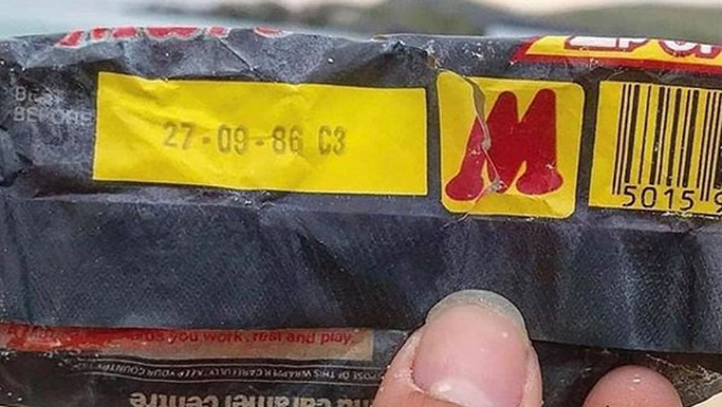 Sampah Bungkus Cokelat Masih Utuh, Kedaluwarsa Tahun 1986