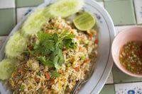 Nasgor Enak dari Thailand, Nasi Goreng Nanas, Tom Yum dan Ayam Basil