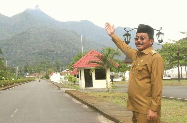 Lahir pada 7 Juli 1957, Nurdin menjabat sebagai Gubernur Kepulauan Riau (Kepri) sejak 25 Mei 2016. Namun pada 10 Juli 2019, ia terkena operasi tangkap tangan (OTT) KPK terkait suap dan gratifikasi. Foto: Instagram nurdin757