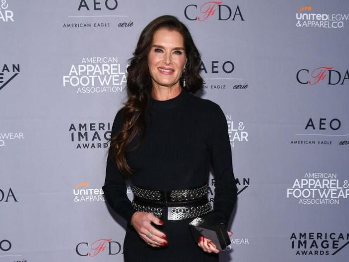 ANTIBES, FRANCE - MAY 19:  Brooke Shields attends amfARs Cinema Against AIDS Gala during the 64th Annual Cannes Film Festival at Hotel Du Cap on May 19, 2011 in Antibes, France.  (Photo by Francois Durand/Getty Images)