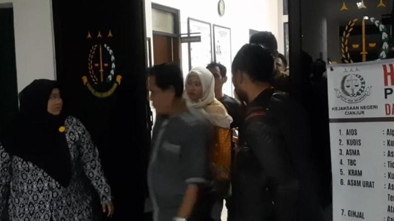 Diduga Korupsi Dana Bantuan Siswa, Kepala SMK di Cianjur Ditahan Kejaksaan