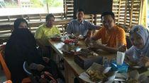 Panas Kasus ikan Asin Pengacara Farhat Abbas Punya Gaya Santai Saat Kulineran