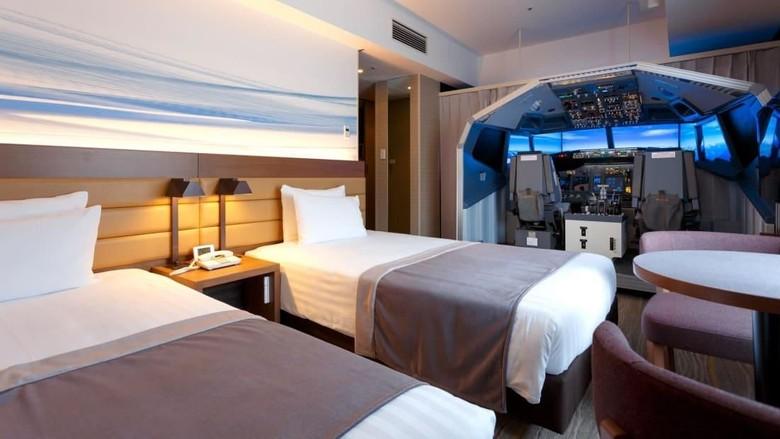 Kamar hotel di Jepang dengan simulator pesawat (Haneda Excel Hotel Tokyu)