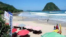 Foto: Ramainya Pantai Pulau Merah Saat Libur Sekolah