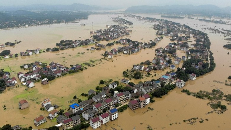 Potret Banjir di China yang Buat 350 Ribu Orang Dievakuasi