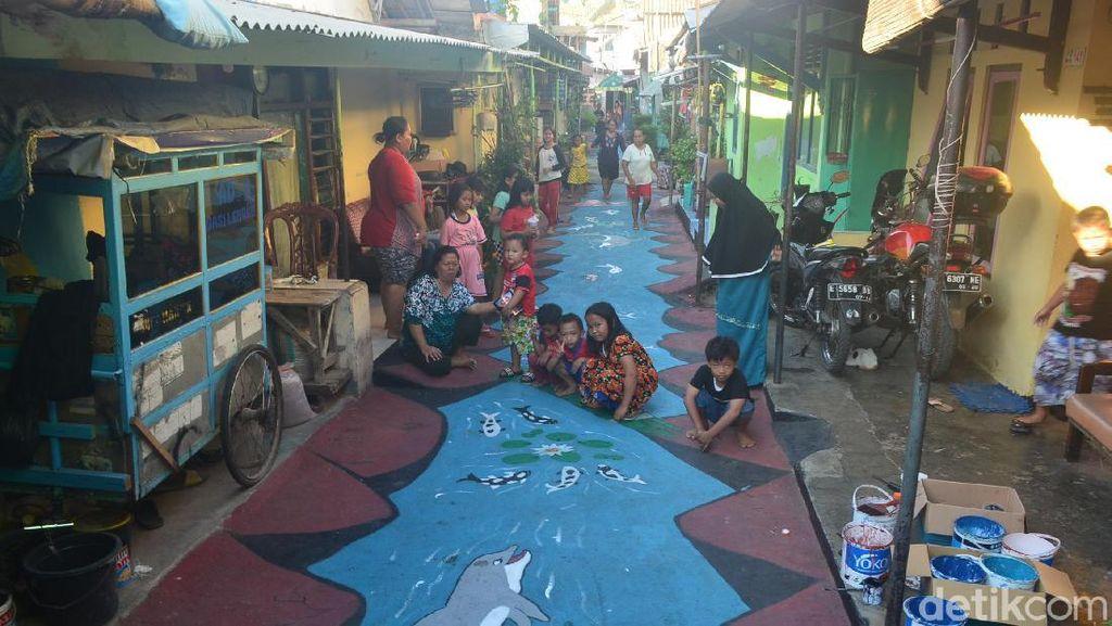 Warga Kampung Pulo Cirebon Percantik Gang dengan Lukisan 3D Laut