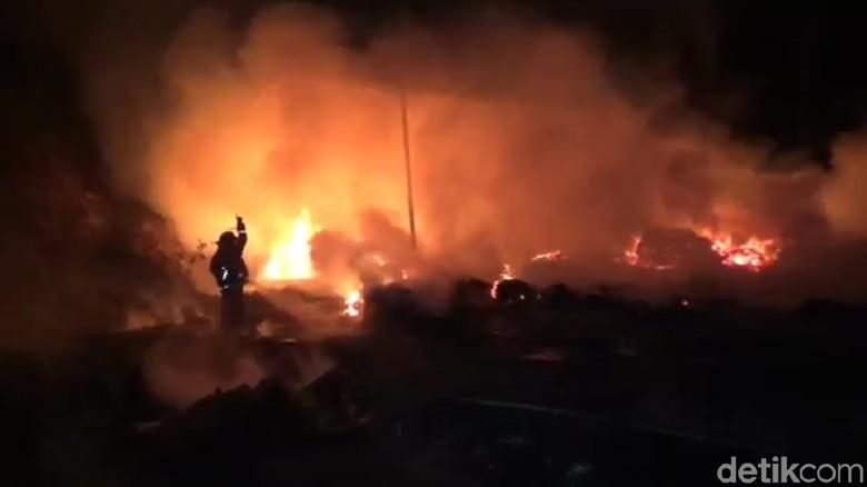 Gara-gara Bakar Sampah, Gudang di Tulungagung Ludes Dilalap Api