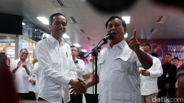 Presiden Jokwoi dan Prabowo Subianto bertemu di MRT Jakarta/Foto: Ari Saputra