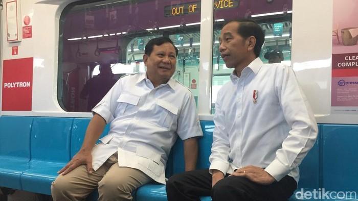 Jokowi bertemu Prabowo di MRT. (Foto: Andhika/detikcom)